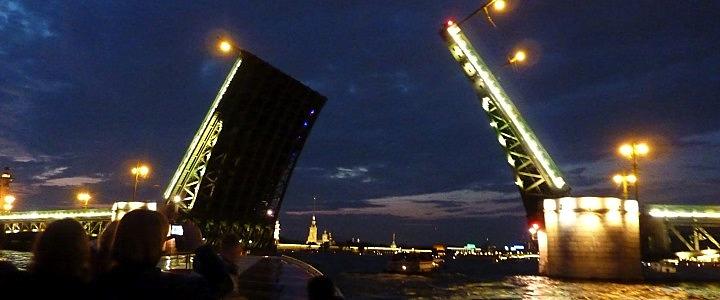 1439. Ночная экскурсия под развод мостов